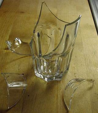 Broken_drinking_glass